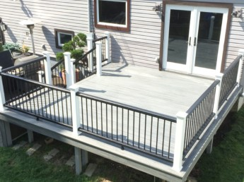 Trex Island Mist Decking with Black and White Railing