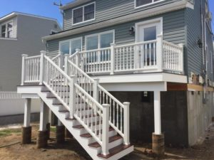 Trex Select Decking and Transcend Railing in Classic White